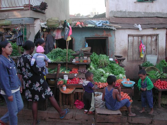 View from a village market, one of the most effective place to improve diets and promote dietary diversity. (GAIN)