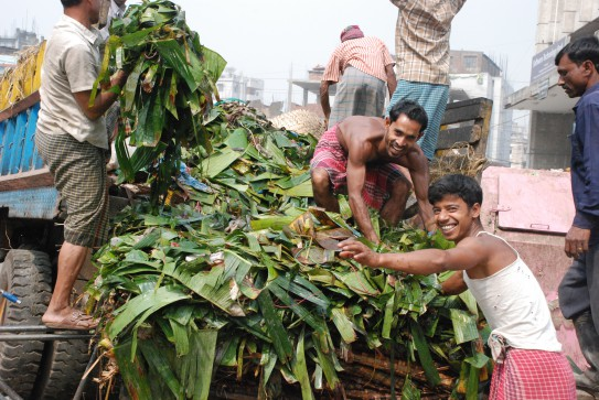 Two farmers unload the back of a truck in Bangladesh. (GAIN)
